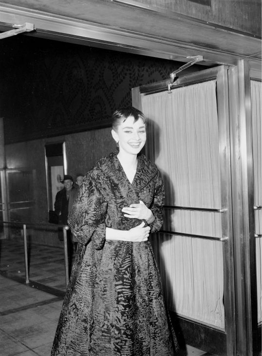 Audrey Hepburn arrives at the Academy Awards ceremony in New York on March. 25, 1951.