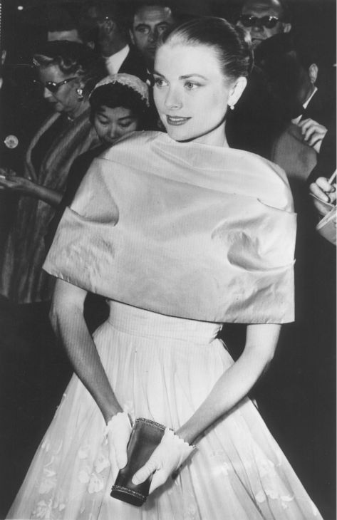Grace Kelly pauses in the lobby of the Pantages Theater after arriving at the Academy Awards ceremony in Hollywood, California on March 21, 1956. <span class=meta>(AP Photo)</span>