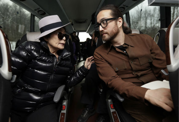 "<div class=""meta ""><span class=""caption-text "">Yoko Ono, left, and her son Sean Lennon chat aboard a bus on the way to visit fracking sites in Pennsylvania on Jan. 17, 2013. (AP Photo / Richard Drew)</span></div>"