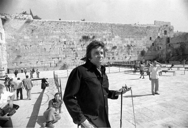 Country and western singer Johnny Cash visits the Western Wall in Jerusalem, Israel on Oct. 25, 1977. <span class=meta>(AP Photo &#47; Mac Nash)</span>