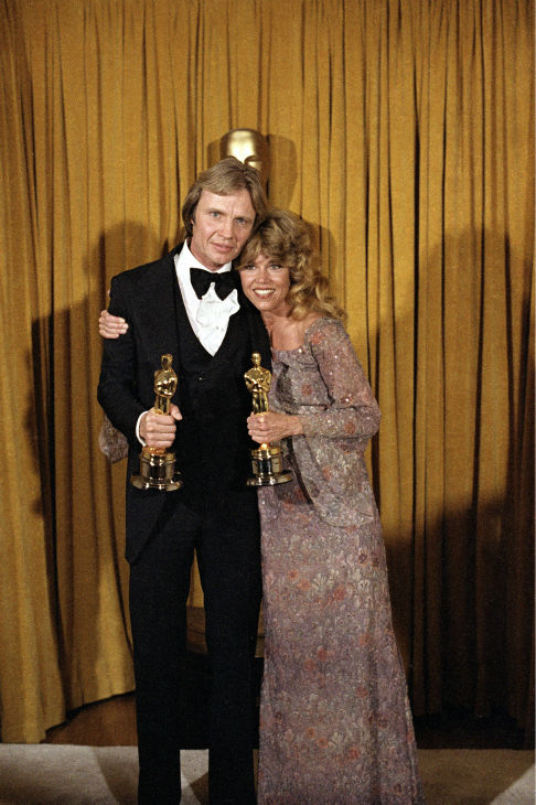 "<div class=""meta ""><span class=""caption-text "">Actor Jon Voight, left, and actress Jane Fonda pose with their Oscars in Los Angeles on April 9, 1979, awarded for their roles in 'Coming Home' at the 51st Academy Awards. (AP Photo / Reed Saxon)</span></div>"