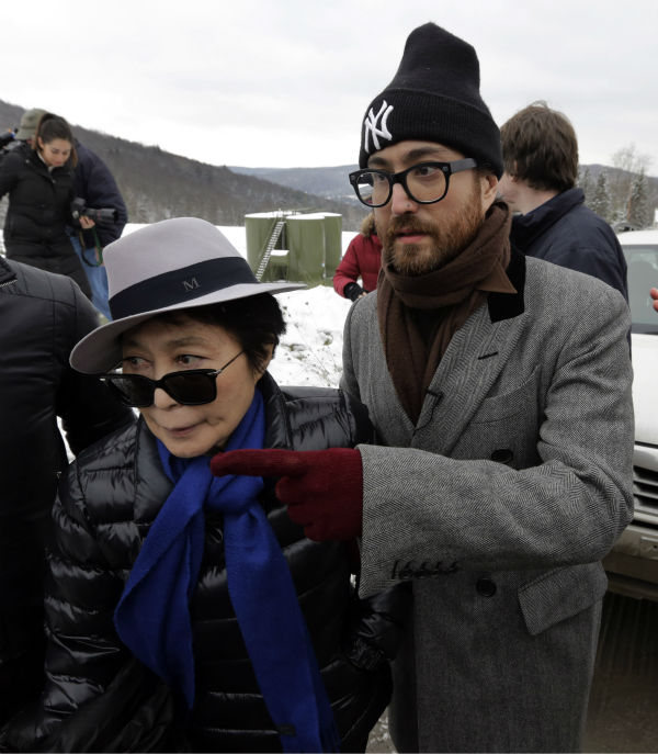 Yoko Ono, left, and her son Sean Lennon visit a fracking site in Franklin Forks, Pennsylvania on Jan. 17, 2013. <span class=meta>(AP Photo &#47; Richard Drew)</span>