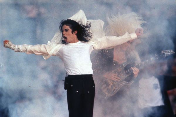 Michael Jackson performs during the halftime show at the Super Bowl in Pasadena, California on Feb. 1, 1993. <span class=meta>(AP Photo &#47; Rusty Kennedy)</span>