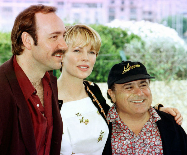 Kim Basinger poses between Kevin Spacey, left, and Dany De Vito during the presentation of 'L.A. Confidential,' in competition for the Cannes film festival on May 14, 1997.