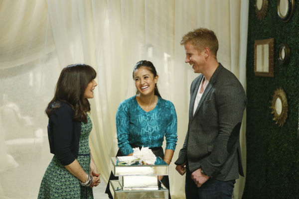 "<div class=""meta image-caption""><div class=""origin-logo origin-image ""><span></span></div><span class=""caption-text"">'The Bachelor' season 17 star Sean Lowe and Catherine Giudici talk to celebrity wedding consultant Mindy Weiss before their wedding, which aired live on TV as part of ABC's 'The Bachelor: Sean and Catherine's Wedding' special on Jan. 26, 2014. (ABC Photo / Greg Zabilski)</span></div>"