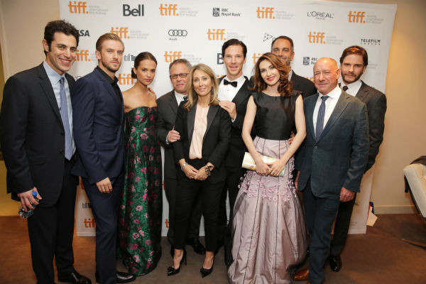 "<div class=""meta image-caption""><div class=""origin-logo origin-image ""><span></span></div><span class=""caption-text"">Screenwriter Josh Singer, Dan Stevens, Alicia Vikander, director Cill Bondon, Stacey Snider (Partner, Co-Chairman and CEO of DreamWorks), Benedict Cumberbatch, Carice van Houten, Producer Michael Sugar, producer Steve Golin and Daniel Bruhl Dan Stevens, Alicia Vikander, director Bill Condon, Benedict Cumberbatch, Carice van Houten and Daniel Bruhl appear at the premiere of 'The Fifth Estate' at the 2013 Toronto International Film Festival in Toronto on Sept. 5, 2013. (Eric Charbonneau / Invision for DreamWorks Pictures / AP Images)</span></div>"