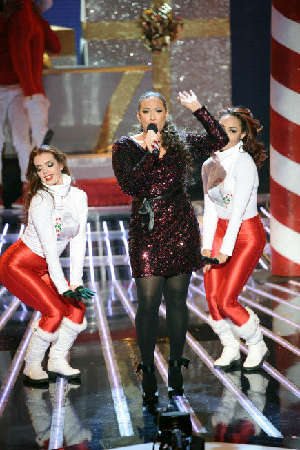 "<div class=""meta ""><span class=""caption-text "">Melanie Amaro performs on 'The X Factor' finale on Dec. 22, 2011. (Michael Becker / FOX)</span></div>"