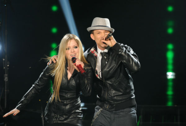 "<div class=""meta image-caption""><div class=""origin-logo origin-image ""><span></span></div><span class=""caption-text"">Chris Rene (L) and Avril Lavigne perform her 2002 song 'Complicated' on 'The X Factor' pre-finale on Dec. 21, 2011 on FOX.  (Ray Mickshaw / FOX)</span></div>"