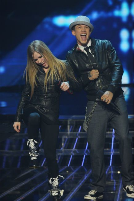 "<div class=""meta ""><span class=""caption-text "">Chris Rene (R) and Avril Lavigne perform her 2002 song 'Complicated' on 'The X Factor' on Dec. 21, 2011 on FOX.  (Ray Mickshaw / FOX)</span></div>"