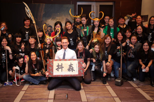 Tom Hiddleston poses with fans at a &#39;Thor: The Dark World&#39; fan event in Beijing, China on Oct. 11, 2013. <span class=meta>(Walt Disney Studios)</span>