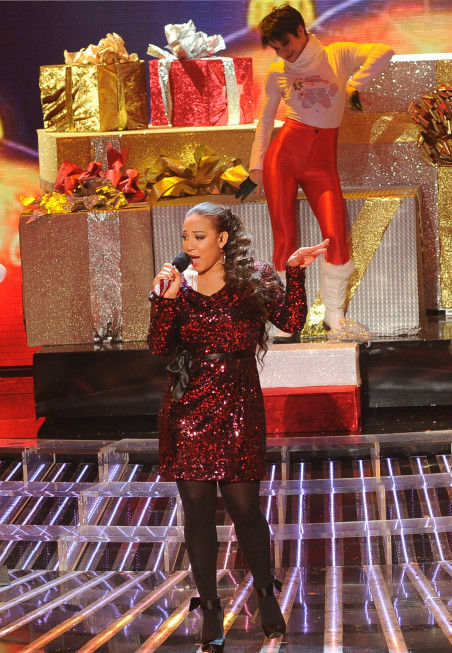 "<div class=""meta ""><span class=""caption-text "">Melanie Amaro performs on 'The X Factor' finale on Dec. 22, 2011.  (Ray Mickshaw / FOX)</span></div>"