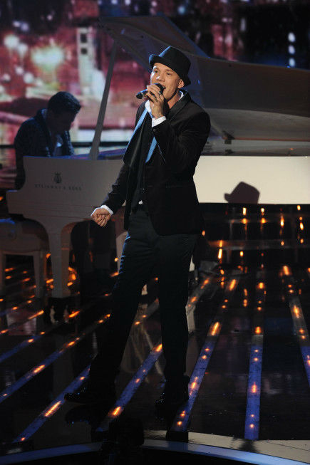 "<div class=""meta ""><span class=""caption-text "">Chris Rene performs on 'The X Factor' finale on Dec. 22, 2011.  (Ray Mickshaw / FOX)</span></div>"