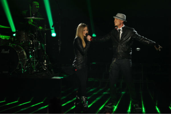 Chris Rene (R) and Avril Lavigne perform her 2002 song 'Complicated' on 'The X Factor' pre-finale on Dec. 21, 2011 on FOX.