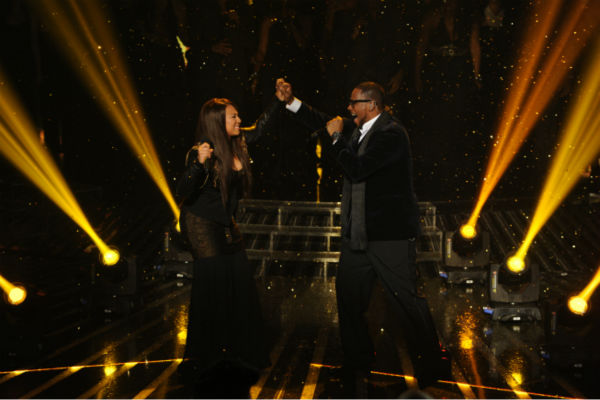 Melanie Amaro &#40;L&#41; and R. Kelly perform his 1996 song &#39;I Believe I Can Fly&#39; on &#39;The X Factor&#39; pre-finale on Dec. 21, 2011 on FOX.  <span class=meta>(Ray Mickshaw &#47; FOX)</span>