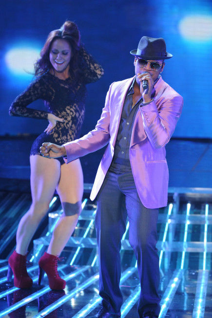NeYo performs on 'The X Factor' finale on Dec. 22, 2011.