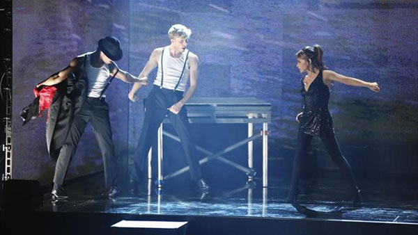 Paula Abdul returned to the ballroom to perform...