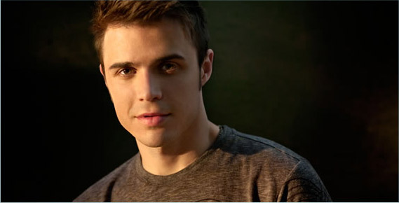 Promotional still of Kris Allen from his personal web site.