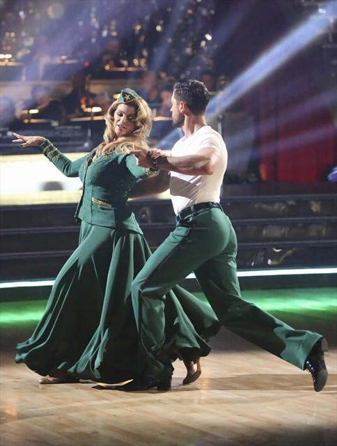 "<div class=""meta image-caption""><div class=""origin-logo origin-image ""><span></span></div><span class=""caption-text"">Actress Kirstie Alley and her partner Maksim Chmerkovskiy received 27 out of 30 points from the judges for their Viennese Waltz on  'Dancing With The Stars: All-Stars,' which aired on November 12, 2012. (ABC / OTRC)</span></div>"
