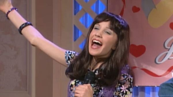 "<div class=""meta image-caption""><div class=""origin-logo origin-image ""><span></span></div><span class=""caption-text"">Amanda Bynes nabbed her own television series in 1999, 'The Amanda Show,' which was on Nickelodeon. The series was a spin-off of the show that helped her rise to fame years prior: 'All That.'  The show also starred Drake Bell, who recently engaged in a Twitter exchange with the actress.  (Pictured: Amanda Bynes appears in a scene from her 1999 television series, 'The Amanda Show.') (Nickelodeon / 'The Amanda Show')</span></div>"