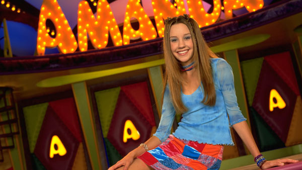 Amanda Bynes nabbed her own television series in 1999, &#39;The Amanda Show,&#39; which was on Nickelodeon. The series was a spin-off of the show that helped her rise to fame years prior: &#39;All That.&#39;  The show also starred Drake Bell, who recently engaged in a Twitter exchange with the actress.  &#40;Pictured: Amanda Bynes appears in a scene from her 1999 television series, &#39;The Amanda Show.&#39;&#41; <span class=meta>(Nickelodeon &#47; &#39;The Amanda Show&#39;)</span>