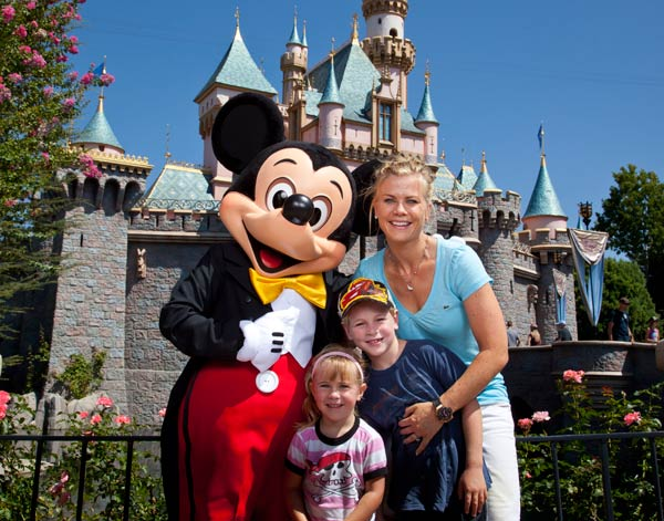 &#39;Days of Our Lives&#39; star and &#39;The Biggest Loser&#39; host Alison Sweeney and her children Benjamin, 7, and Megan, 3, pose with Mickey Mouse outside Sleeping Beauty&#39;s castle at Disneyland park in Anaheim, California, on Friday, Aug. 31, 2012. <span class=meta>(Paul Hiffmeyer &#47; Disneyland)</span>