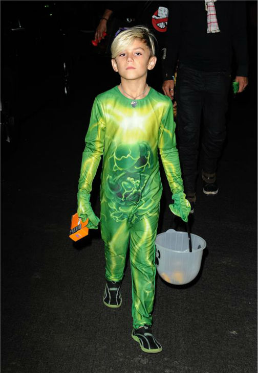 Gwen Stefani and Gavin Rossdale&#39;s son Kingston is seen Trick-Or-Treating in Los Angeles on Oct. 31, 2013. <span class=meta>(Daniel Robertson &#47; Startraksphoto.com)</span>