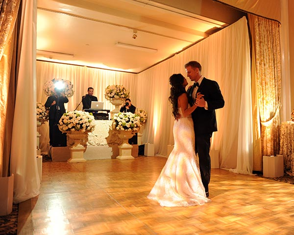 &#39;The Bachelor&#39; season 17 stars Sean Lowe and Catherine Giudici dance at their wedding on Jan. 26, 2014.  The event aired live on ABC from the Four Seasons Biltmore hotel in Santa Barbara, CA. <span class=meta>(ABC Photo &#47; Todd Wawrychuk)</span>