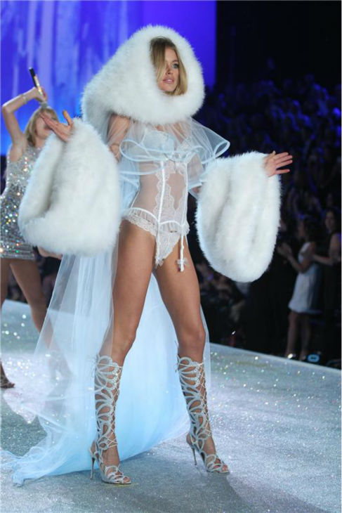Doutzen Kroes walks the runway at the 2013 Victoria&#39;s Secret Fashion Show at the Lexington Armory in New York on Nov. 13, 2013. <span class=meta>(Amanda Schwab &#47; Startraksphoto.com)</span>