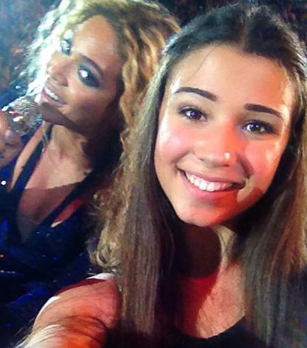 "<div class=""meta image-caption""><div class=""origin-logo origin-image ""><span></span></div><span class=""caption-text"">The time Beyonce managed to make a Beyonce concert (in Australia on Oct. 25, 2013) even BETTER for this young fan, who scored a selfie photo of the two at the event. The shot made headlines. The fan later said the picture was taken with permission and was not a proper photo-bomb. (n-uumb.tumblr.com/post/65221606937/so-um-beyonce-posed-for-my-selfie)</span></div>"