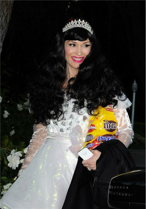 Gwen Stefani is seen Trick-Or-Treating in Los Angeles on Oct. 31, 2013. <span class=meta>(Photo&#47;Daniel Robertson)</span>