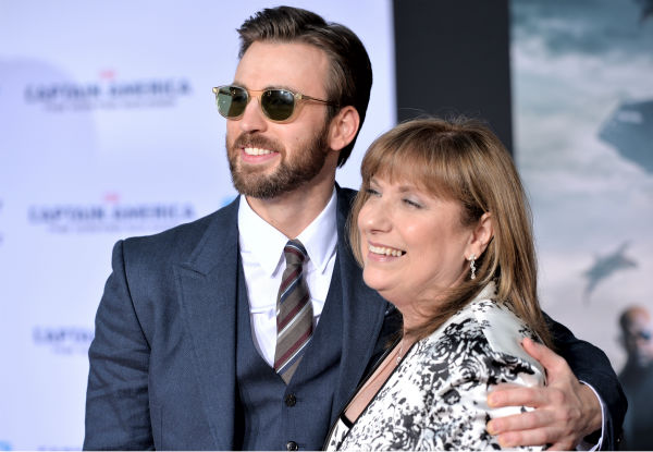 Chris Evans and his mother Lisa attend the premiere of Marvel&#39;s &#39;Captain America: The Winter Soldier&#39; at the El Capitan Theatre in Hollywood, California on March 13, 2014. He plays Captain America. <span class=meta>(Alberto E. Rodriguez &#47; Getty Images for Disney)</span>