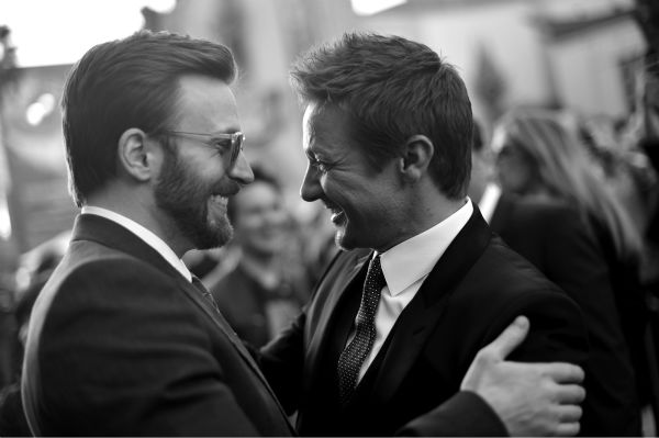 Cast members Chris Evans &#40;L&#41; and Jeremy Renner talk to each other at the premiere of Marvel&#39;s &#39;Captain America: The Winter Soldier&#39; at the El Capitan Theatre in Hollywood, California on March 13, 2014. <span class=meta>(Charley Gallay &#47; Getty Images for Disney)</span>