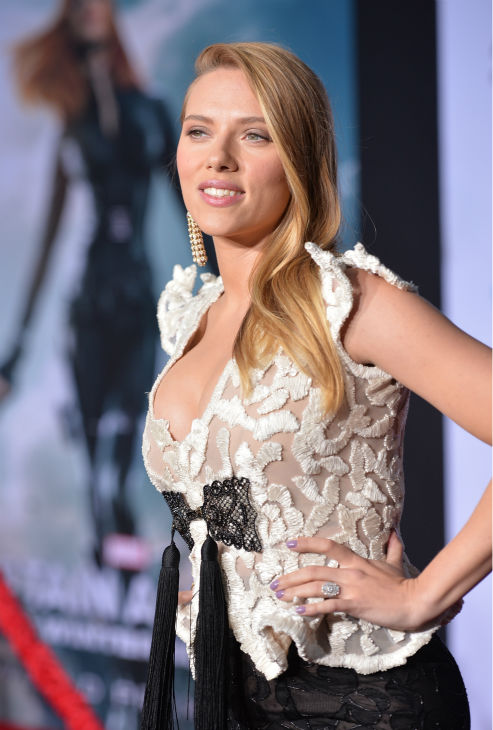 Scarlett Johansson &#40;who is reportedly pregnant&#41; appears at the premiere of Marvel&#39;s &#39;Captain America: The Winter Soldier&#39; at the El Capitan Theatre in Hollywood, California on March 13, 2014. <span class=meta>(Alberto E. Rodriguez &#47; Getty Images for Disney)</span>