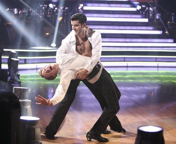 "<div class=""meta image-caption""><div class=""origin-logo origin-image ""><span></span></div><span class=""caption-text"">Carson Kressley returned to the ballroom for a final performance on 'Dancing With The Stars: The Results Show,' on Tuesday, November 22, 2011. He appears with dancer Ted Volynets. (ABC / Adam Taylor)</span></div>"