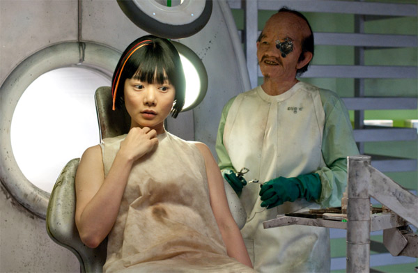 "<div class=""meta ""><span class=""caption-text "">Doona Bae appears as Sonmi-451 and Halle Berry appears as Ovid in a scene from the 2012 movie 'Cloud Atlas.' (Reiner Bajo / Warner Bros. Pictures)</span></div>"