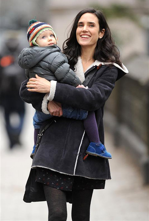 Jennifer Connelly &#40;&#39;A Beautiful Mind,&#39; &#39;Labyrinth&#39;&#41; and her daughter Agnes take a stroll in New York City on Jan. 14, 2013. <span class=meta>(Ben King &#47; Startraksphoto.com)</span>