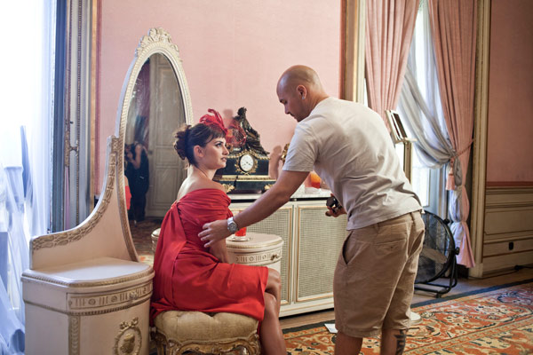 A behind-the-scenes photo of Campari&#39;s 2013 Calendar campaign, starring Penelope Cruz. The pictures were released on July 31, 2012. <span class=meta>(Francesco Pizzo &#47; Getty Images)</span>