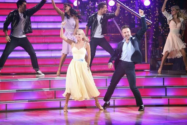 "<div class=""meta ""><span class=""caption-text "">David Arquette returned to the ballroom for a final performance on 'Dancing With The Stars: The Results Show,' on Tuesday, November 22, 2011. He appears here with show partner Kym Johnson as well as dancers Kiki Nyemcheck, Sasha Farber, Ted Volynets, Sharna Burgess, Daria Chesnokova and Oksana Dmyrenko. (OTRC Photo)</span></div>"