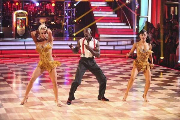 "<div class=""meta ""><span class=""caption-text "">Football star Donald Driver and his partner Peta Murgatroyd appear on 'Dancing With The Stars: The Results Show' on Tuesday, May 8, 2012. The pair received 27 out of 30 points from the judges for their Tango and 28 out of 30 for their Dance Trio on week eight of 'Dancing With The Stars,' which aired on Monday, May 7, 2012. (OTRC)</span></div>"