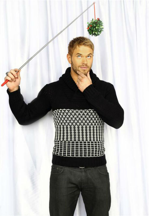 &#39;Twilight&#39; alum Kellan Lutz poses in a holiday-themed photo booth at Z100&#39;s Jingle Ball 2013 on Dec. 13, 2013, just before Christmas. <span class=meta>(Sara Jaye Weiss  &#47; Startraksphoto.com)</span>