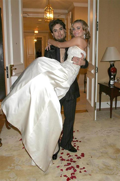 "<div class=""meta image-caption""><div class=""origin-logo origin-image ""><span></span></div><span class=""caption-text"">Carmen Electra married rocker Dave Navarro om Nov. 22, 2003 at the St. Regis hotel in Los Angeles. Electra wore a Badgley Mischka wedding gown. She and Navarro divorced in 2007. (Simon / Ferreira / Startraksphoto.com)</span></div>"