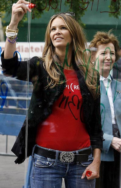 Elle Macpherson appears at the OXFAM End Poverty Campaign in New York on Sept. 25, 2008.