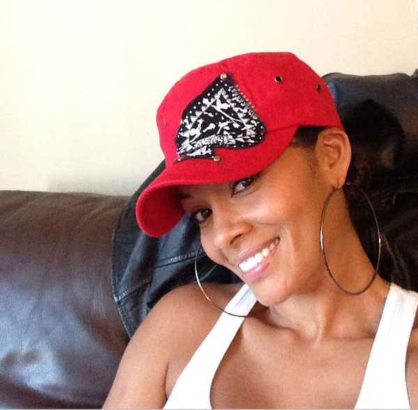 Evelyn Lozada, star of the reality show &#39;Basketball Wives&#39; and ex-wife of Chad &#39;Ochocinco&#39; Johnston, Tweeted this Instagram photo on Thanksgiving - Nov. 22, 2012, saying: &#39;No makeup -- waiting on @shanieceh to get ready!!&#39; <span class=meta>(twitter.com&#47;EvelynLozada&#47;status&#47;271742207495643136 &#47; instagram.com&#47;p&#47;SWT2-JkFqO&#47;)</span>