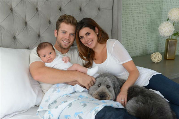 "<div class=""meta image-caption""><div class=""origin-logo origin-image ""><span></span></div><span class=""caption-text"">Jamie-Lynn Sigler of 'The Sopranos' and 'Entourage' fame appears with fiance and baseball player Cutter Dykstra, their baby son, Beau, and the family dog, in Los Angeles on Oct. 10, 2013. The boy was born on Aug. 28 and is the couple's first child. (Michael Simon / Startraksphoto.com)</span></div>"
