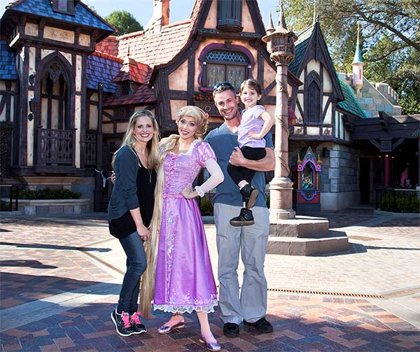 "<div class=""meta ""><span class=""caption-text "">Sarah Michelle Gellar, Freddie Prinze Jr. and their daughter Charlotte, 3, meet Rapunzel at the all-new 'Fantasy Faire' attraction at Disneyland park in Anaheim, California on Wednesday, March 6, 2013. 'Fantasy Faire,' which opens March 12, is an enchanting, immersive storybook world that brings Disney Princesses and their timeless tales to life. (Paul Hiffmeyer / Disneyland)</span></div>"