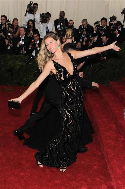 Gisele Bundchen appears at the Metropolitan Museum of Art&#39;s 2014 Costume Institute Benefit gala, celebrating &#39;Charles James: Beyond Fashion,&#39; in New York on May 5, 2014. <span class=meta>(Bill Davila &#47; Startraksphoto.com)</span>