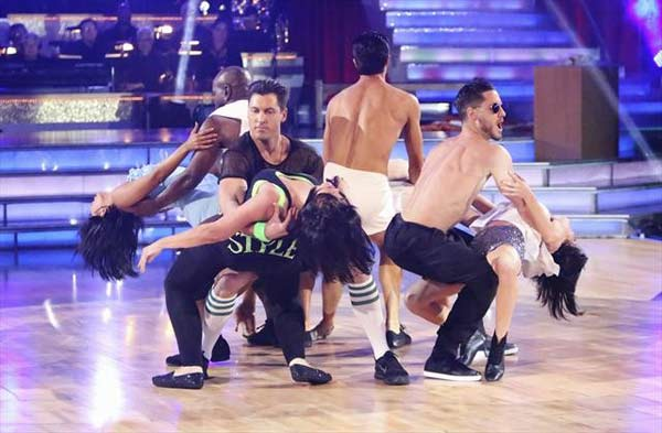 Emmitt Smith, Gilles Marini, Kelly Monaco and Kirstie Alley received 27 out of 30 points from the judges for their Freestyle group dance on October 23, 2012.