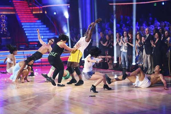 "<div class=""meta image-caption""><div class=""origin-logo origin-image ""><span></span></div><span class=""caption-text"">Emmitt Smith, Gilles Marini, Kelly Monaco and Kirstie Alley received 27 out of 30 points from the judges for their Freestyle group dance on October 23, 2012. (ABC Photo)</span></div>"