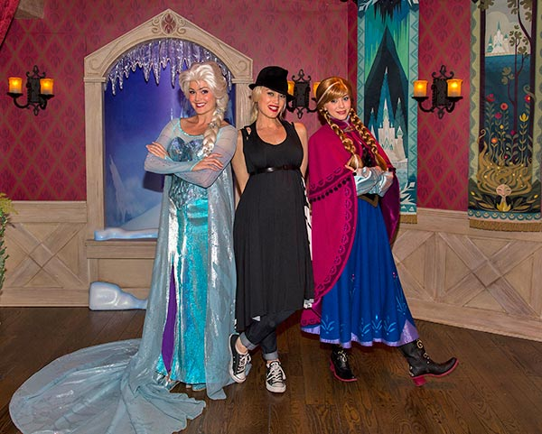 Gwen Stefani meets Anna and Elsa from the new Disney film &#39;Frozen&#39; at Disneyland park in Anaheim, California on Monday, Nov. 25, 2013. <span class=meta>(Paul Hiffmeyer &#47; Disneyland)</span>