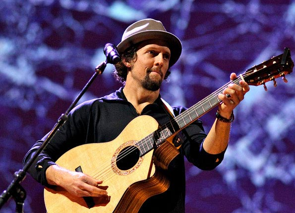 Jason Mraz performs live for a crowd in 2011.